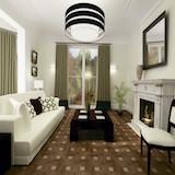 Плитка Intarsio Noce в гостинной